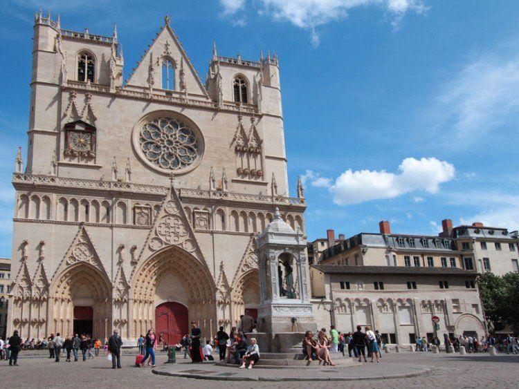 Parvis de la Cathédrale Saint Jean
