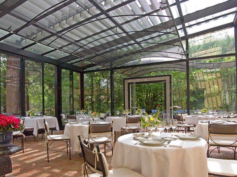 Salle du restaurant de Jean Brouilly