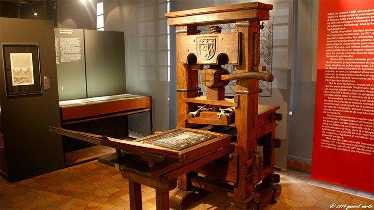 Ancienne machine à imprimer exposé au musée de l'imprimerie de Lyon