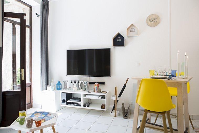 TV HD 4K avec équipements multimédia