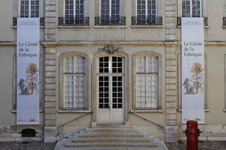 Entrée du musée des tissus et des arts décoratifs