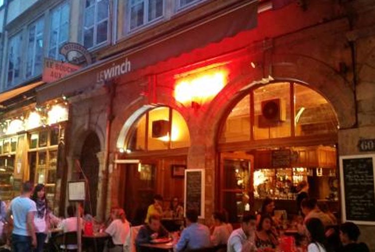 Terrasse du Winch Café rue mercière